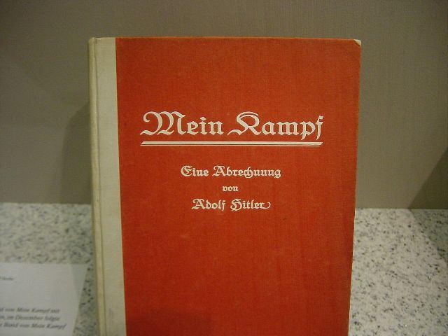 книга Адольфа Гитлера Mein Kampf фото