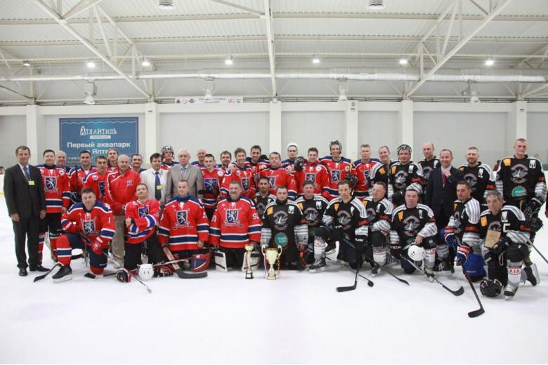 Хоккейные команды Белый лев и Russlanddeutsche Eiswölfe фото