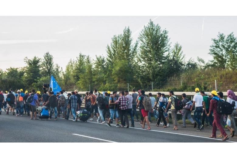немцы видят в беженцах угрозу для будущего страны фото