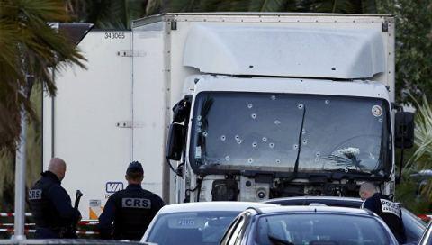 Теракт в Ницце: в грузовике была взрывчатка фото 1