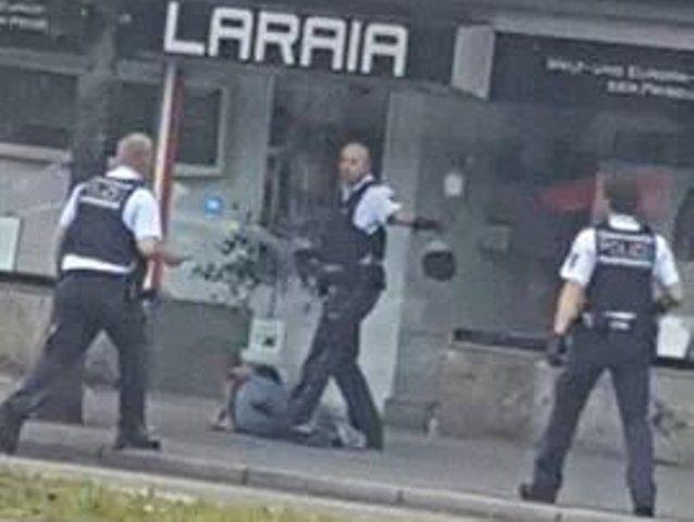 В Германии беженец зарубил с помощью мачете женщину фото 1