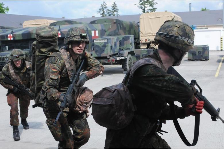 Беженцам предлагают вступать в ряды немецкой армии фото 1