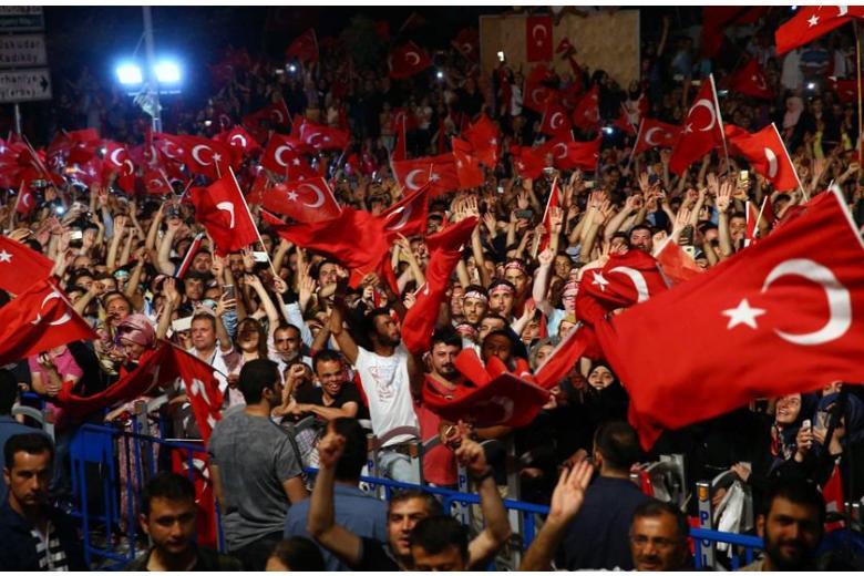 Немецкая депутат-турчанка: «Эрдоган хочет распространить свою диктатуру на Германию» фото 1