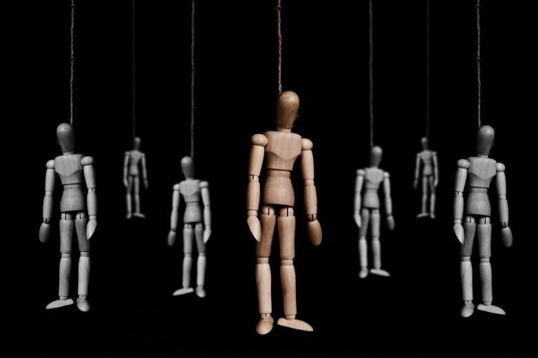 Администратора группы «Вконтакте» обвиняют в самоубийстве 15 подростков фото 1