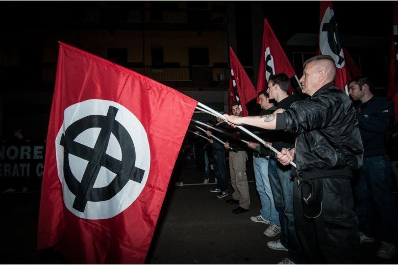 Немецкий супермаркет выпустил рекламу с нацистской шифровкой? фото 1