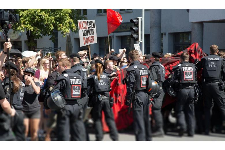 Таких не берут в офицеры: полицейские провалили тест по немецкому фото 1