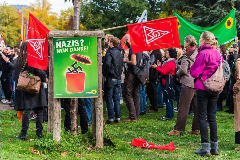 Почему в Восточной Германии популярны радикалы? фото 1