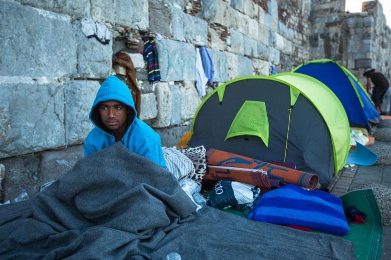 Прибывших из Греции мигрантов можно будет возвращать назад фото 1
