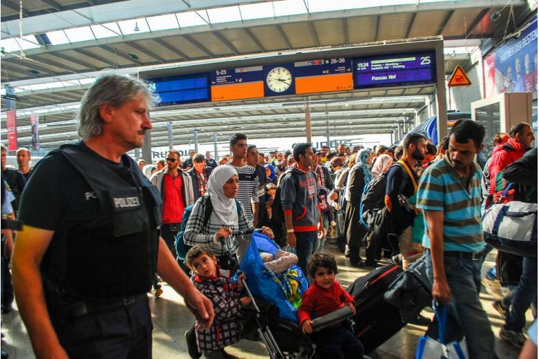 Даже чаю не попьют: беженцев предупредят о депортации сразу после прибытия фото 1