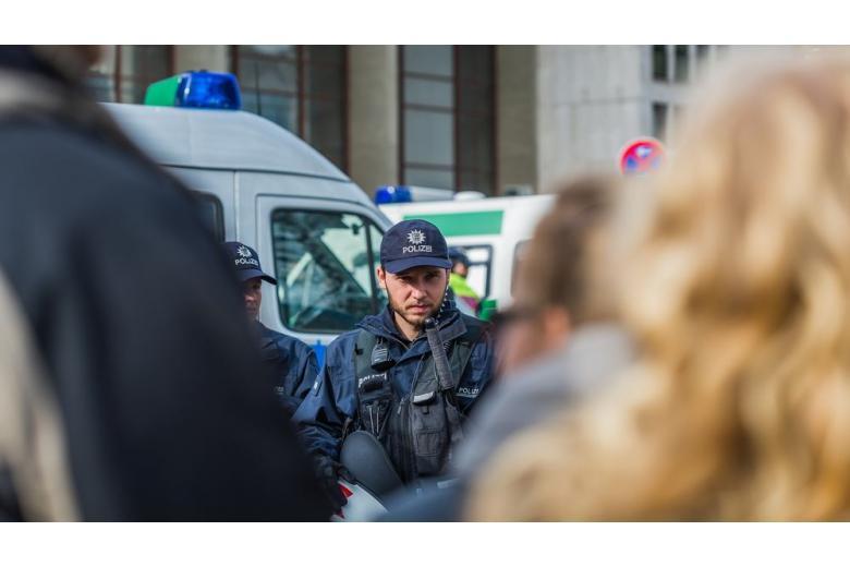Немецкой полиции удалось остановить новую волну насилия в Кёльне фото 1