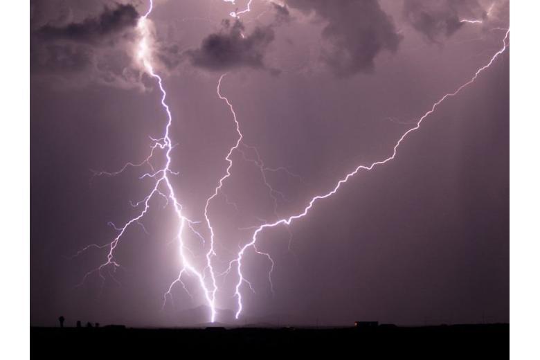 На севере Германии объявлен режим ЧП из-за урагана фото 1