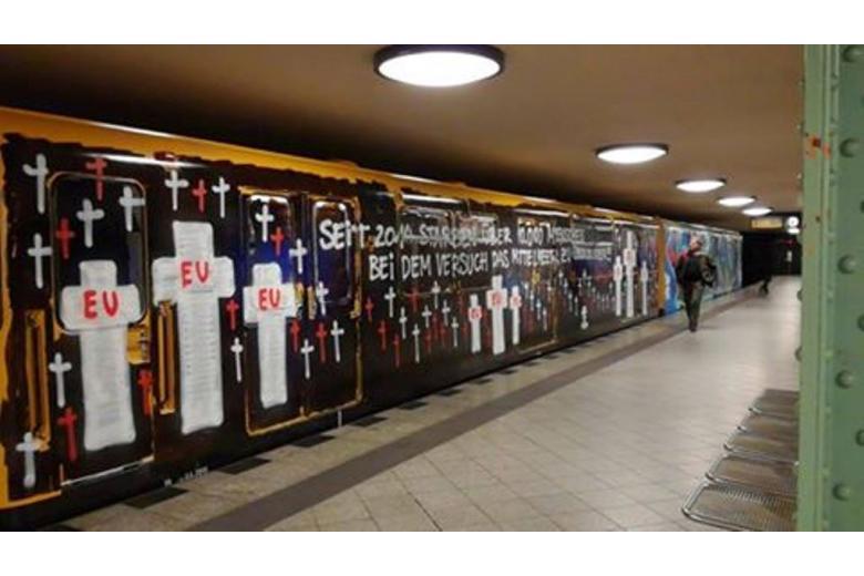 Вандалы критикуют ЕС на вагоне берлинского метро фото 1