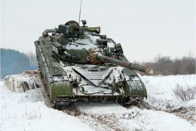 Немецкий депутат: необходимо вывести тяжелые вооружения из Донбасса фото 1