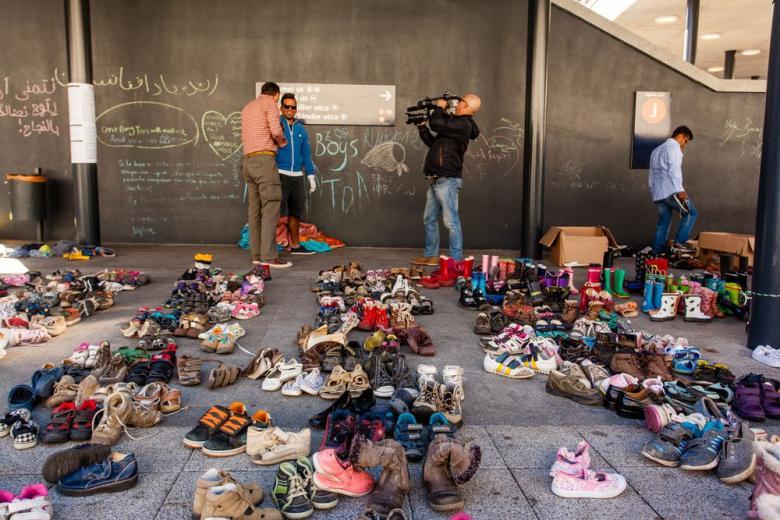 Фото с Меркель довело беженца до суда фото 1