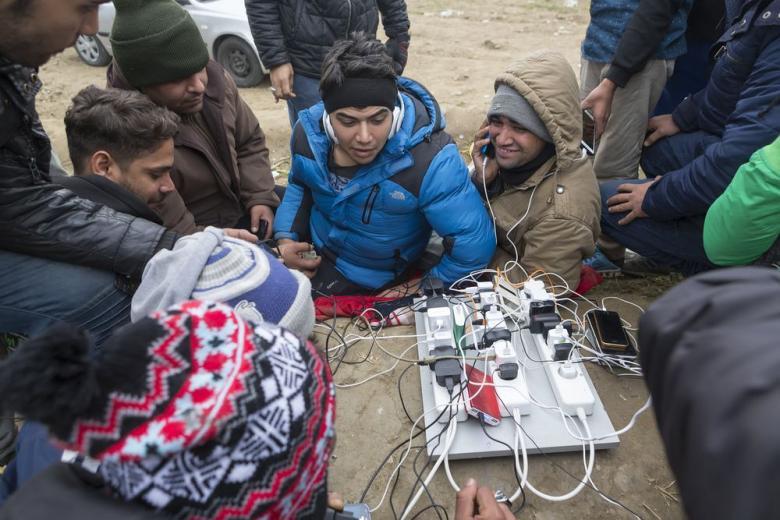 Немецкие спецслужбы проверят телефоны беженцев без их согласия фото 1