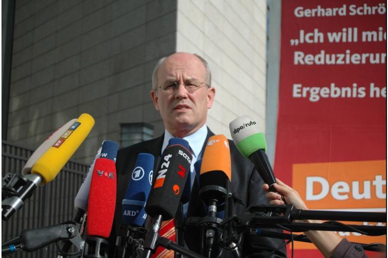 Соратник Меркель: грядёт настоящая торговая война США с Германией фото 1