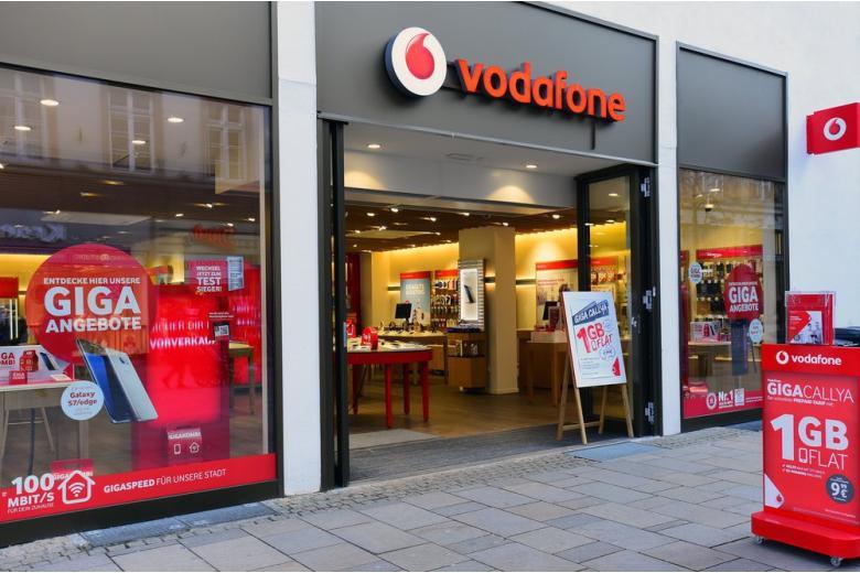 Продавец пакетов Vodafone воровал у клиентов редкие номера фото 1