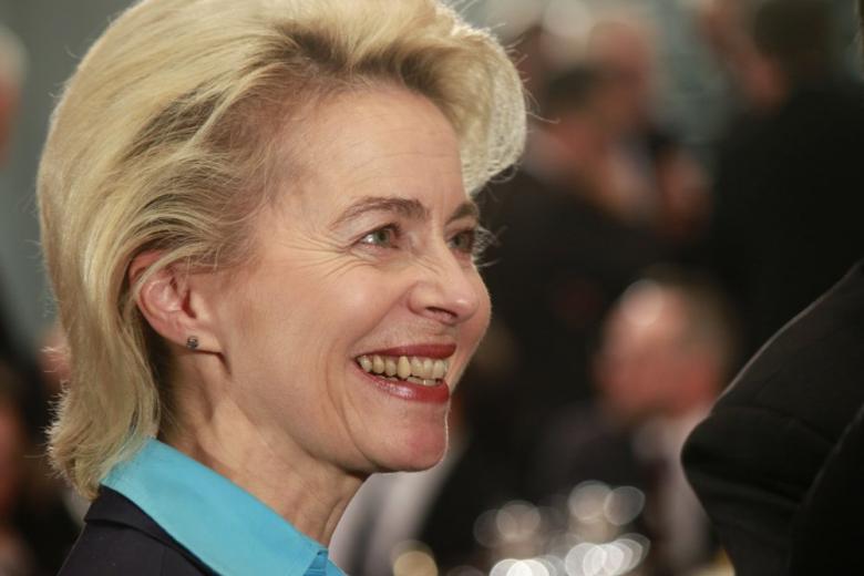 Министр обороны Германии ответила Трампу о «долге» перед США и НАТО фото 1