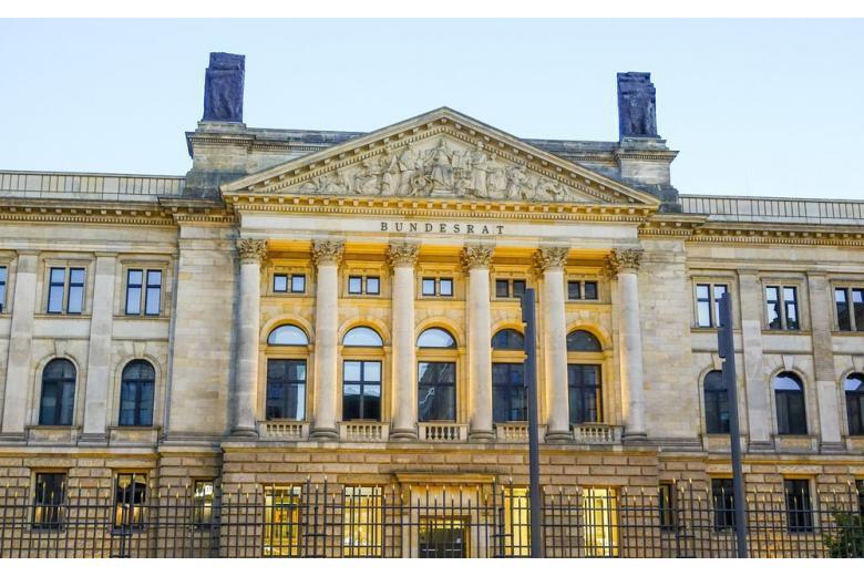 Министру финансов Германии прислали взрывчатку из Греции фото 1
