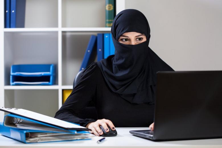 Европейский суд поддержал запрет носить хиджаб на работе фото 1