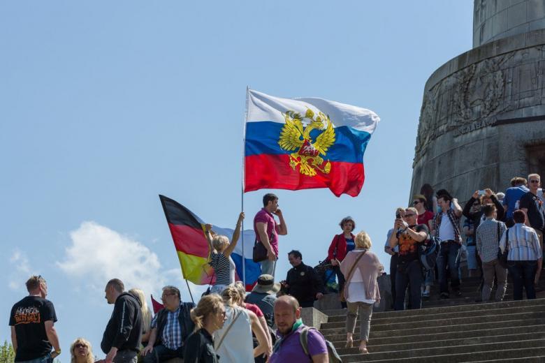 Немецкие политики будут бороться с «русской» Германией фото 1