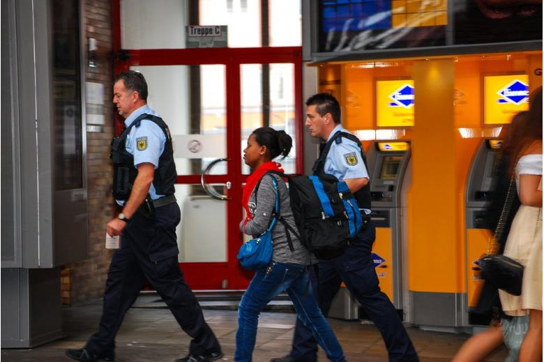 Уроженцев Германии впервые депортируют из страны фото 1