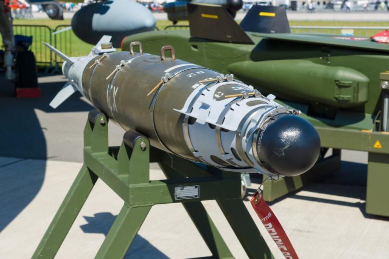 США сбросили на Афганистан крупнейшую бомбу: что дальше? фото 1