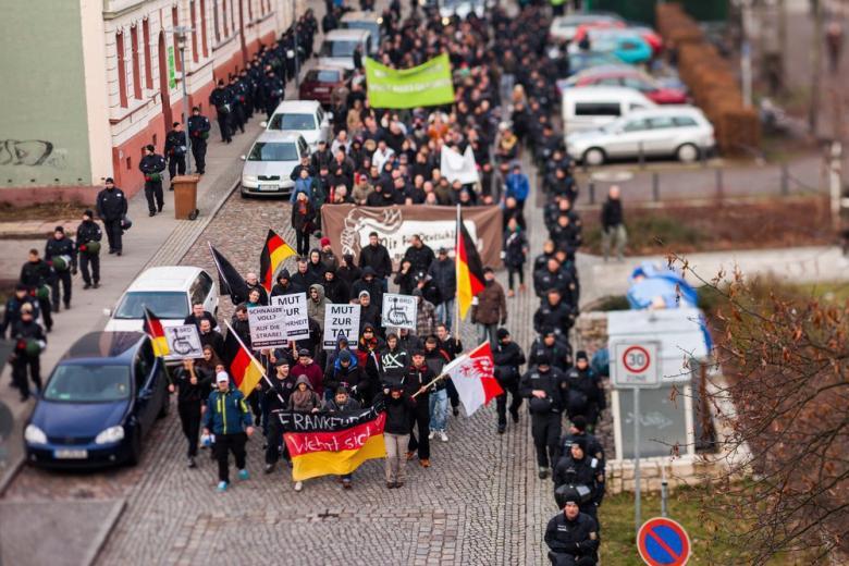 Полиция Германии разыскивает сотни неонацистов фото 1