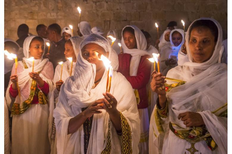 Беженцы принимают христианство с целью избежать депортации? фото 1