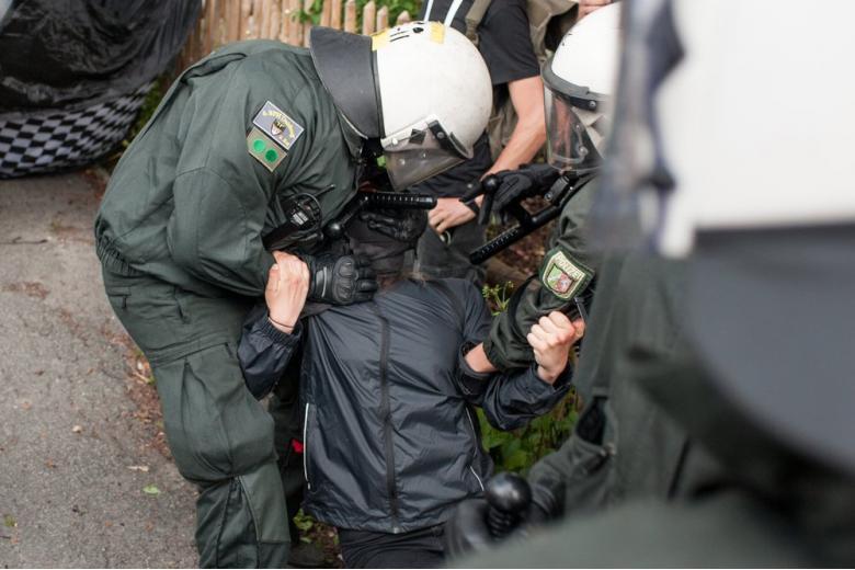 Немецкие власти требуют отпустить арестованных россиян фото 1