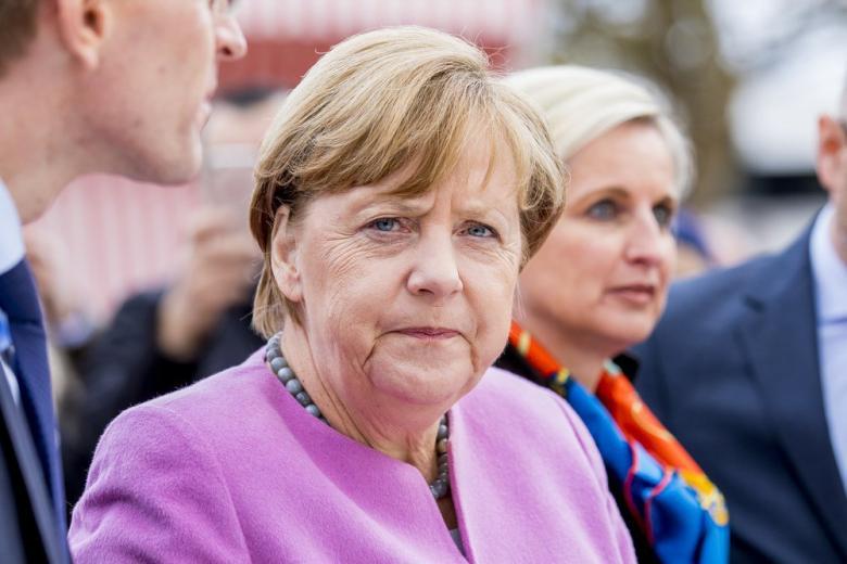 Обычная женщина Меркель: как канцлер ведет себя в частной жизни фото 1