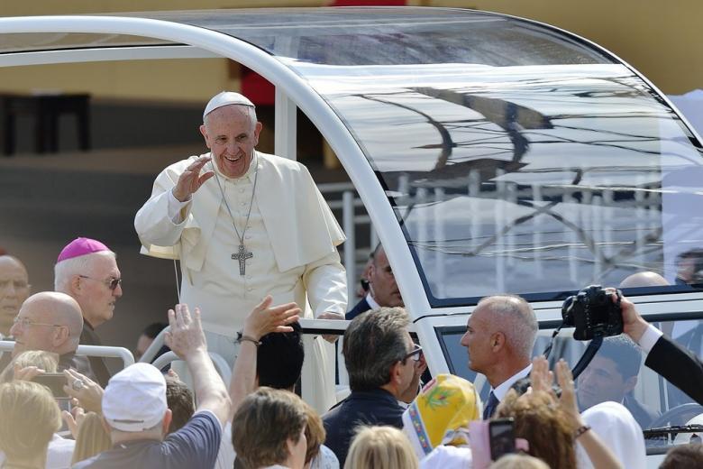 Папа Римский лишил должности немецкого кардинала фото 1