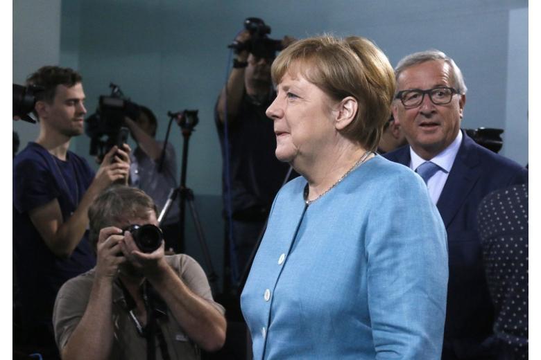 В стиле Меркель: наряды канцлера, которые привлекли всеобщее внимание фото 1