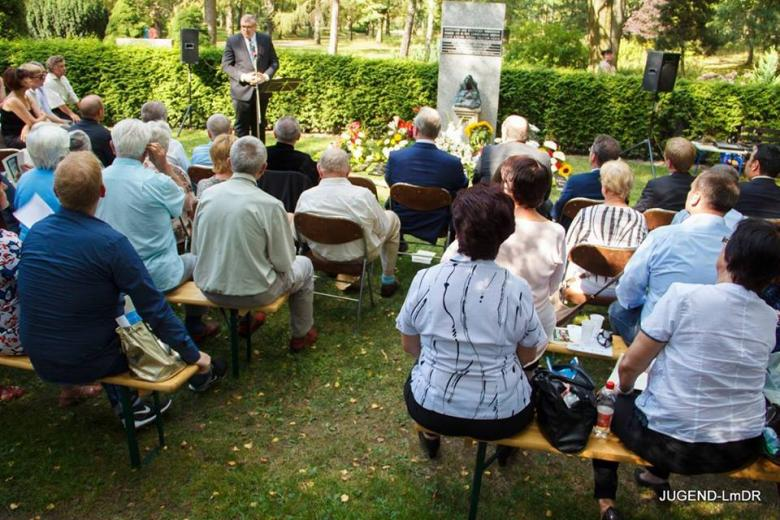 Kranzniederlegung am Parkfriedhof Marzahn фото 1