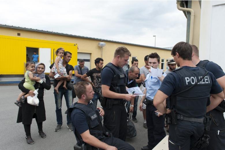 Правительство Германии приняло решение о продлении пограничного контроля фото 1