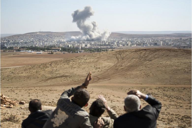 ООН: 8 тысяч мирных сирийцев оказались в кольце огня в городе Ракка фото 1