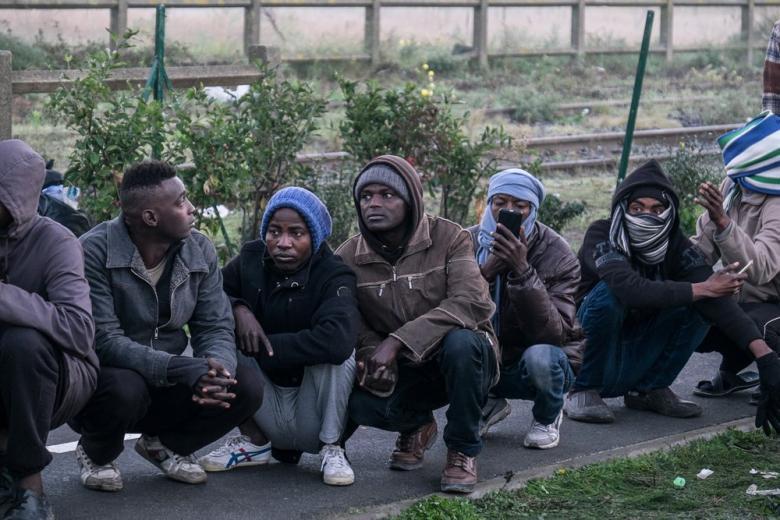 В ООН призвали французские власти обеспечить мигрантов питьевой водой, душем и туалетами фото 1