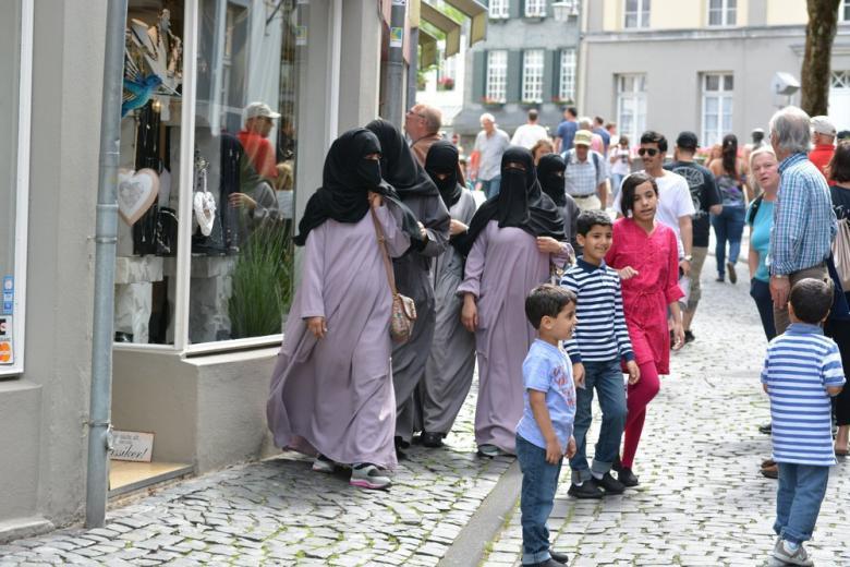 Немцы не поддерживают введение мусульманских праздников фото 1