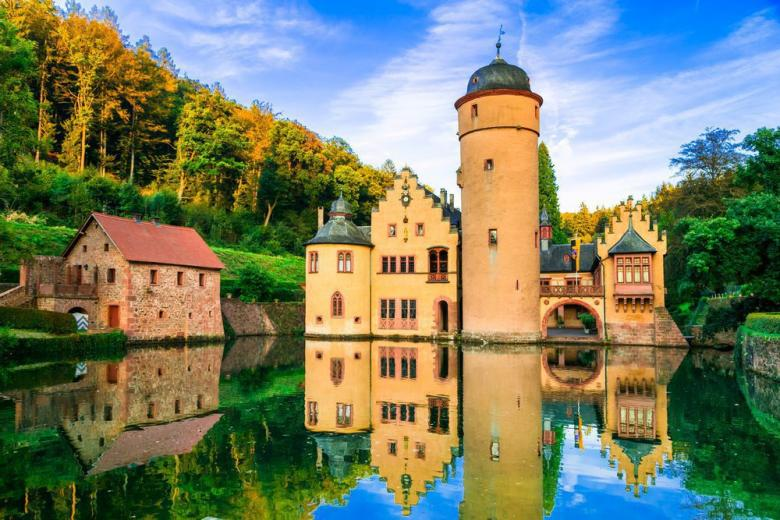 Замок на воде в Германии фото 1