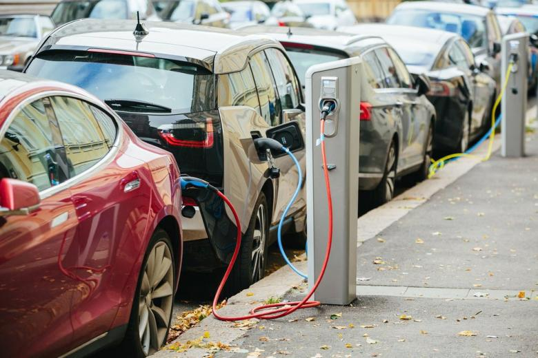Немецкие автоконцерны построят сеть электрозаправок фото 1