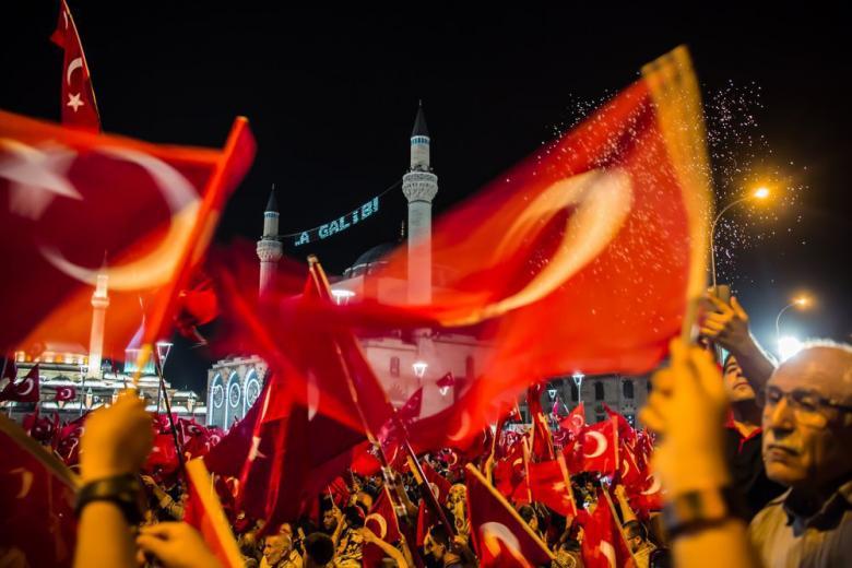 Берлинская театральная труппа отменяет гастроли в Стамбуле из-за репрессий в Турции фото 1