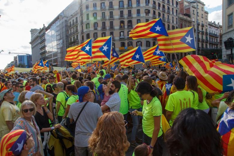 В Барселоне тысячи манифестантов поддержали сепаратистов фото 1