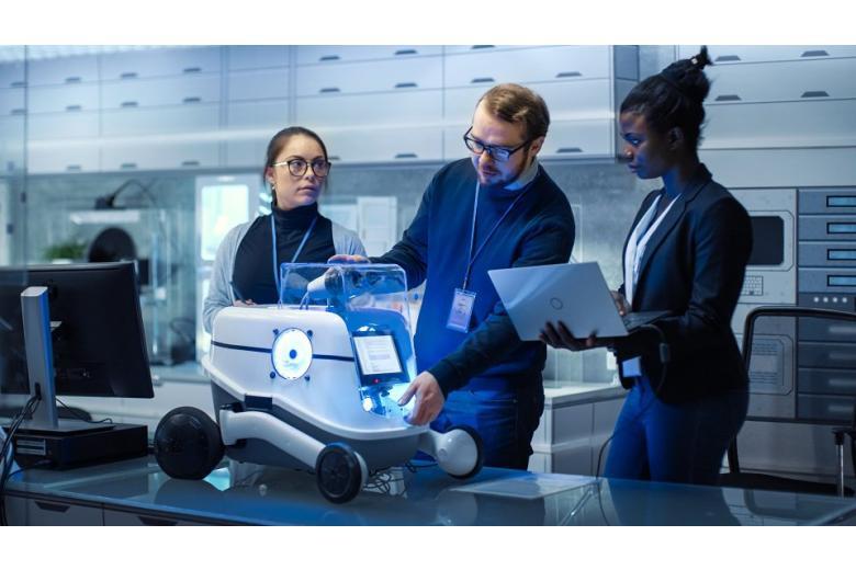 Премию будущего в Германии получили создатели робота фото 1
