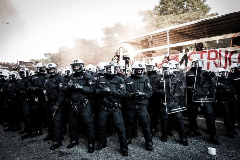 Немецкая полиция расследует беспорядки во время форума G20 фото 1
