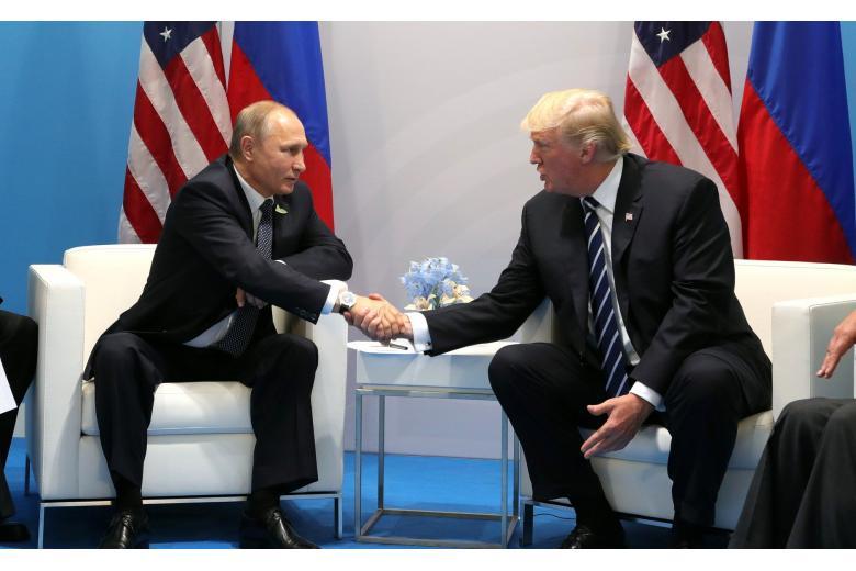 Президенты США и России провели телефонный разговор фото 1