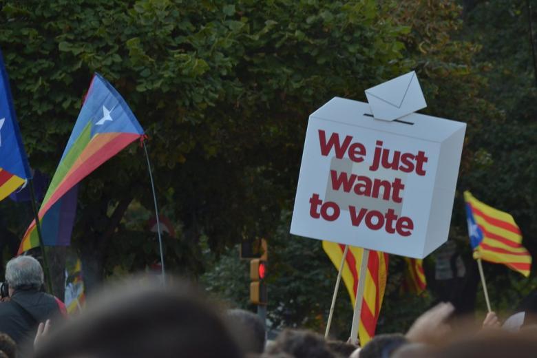 В Каталонии открылись избирательные участки для выборов парламента фото 1