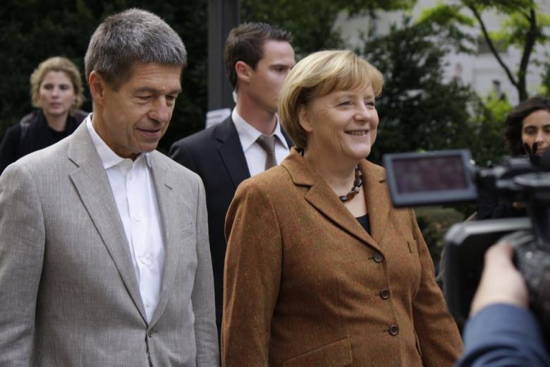 Муж Меркель, Иоахим Зауэр, рассказал, что не планировал бежать из ГДР фото 1