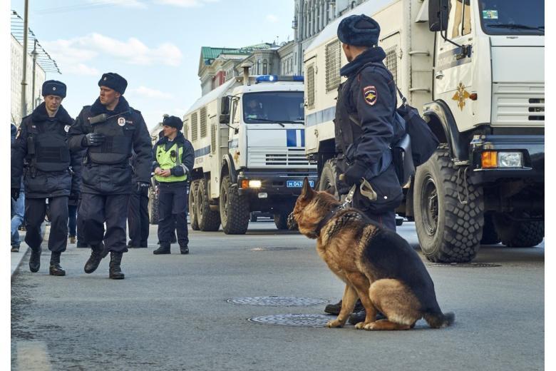 В семи регионах России прошли эвакуации из-за звонков о бомбах фото 1