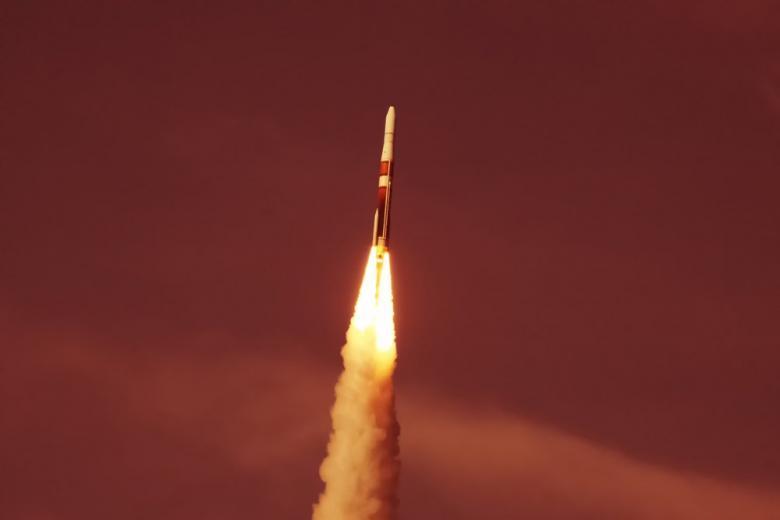 SpaceX произвела первый запуск ракеты в этом году фото 1