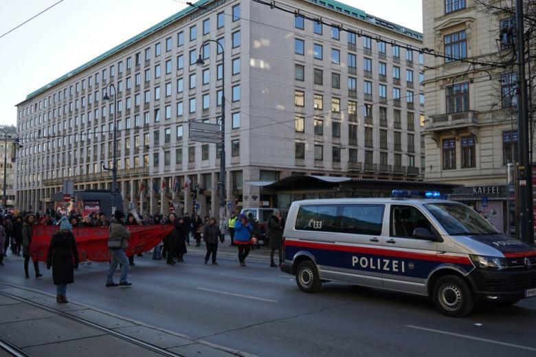Тысячи австрийцев провели демонстрацию против правых сил фото 1